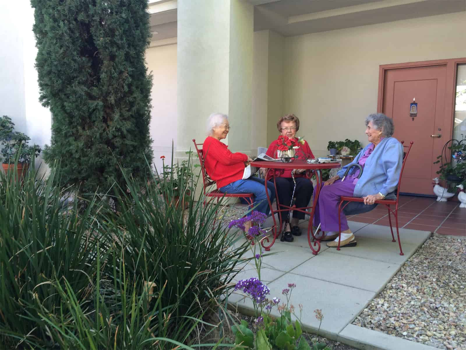 avilagardens_atg_patio_residents_