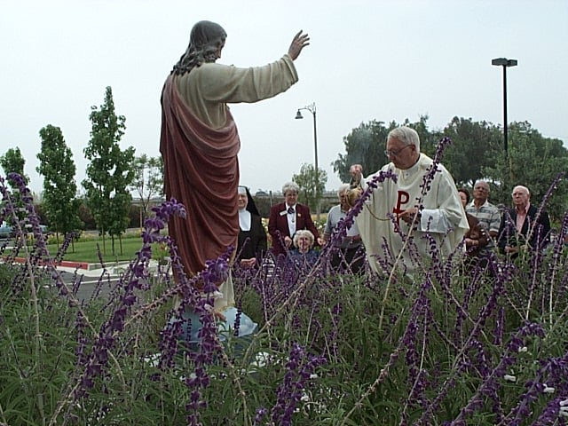 Toni statue (Father blessing) 1